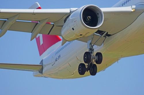 aircraft-1555880_1920.jpg